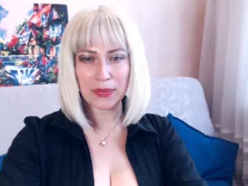 [15-10-18] ellesexycurvs public show from Chaturbate
