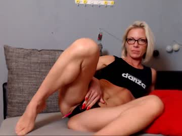 [24-05-19] trophy_milf cam show from Chaturbate.com