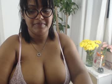 [20-09-20] mia_brown_9 record video with toys